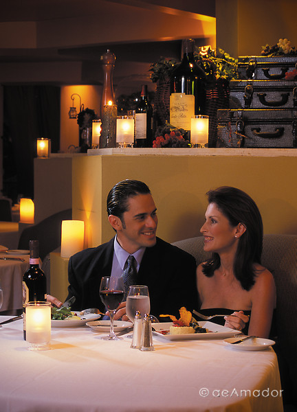 restaurant couple 1 med2amadorcomm©LOW