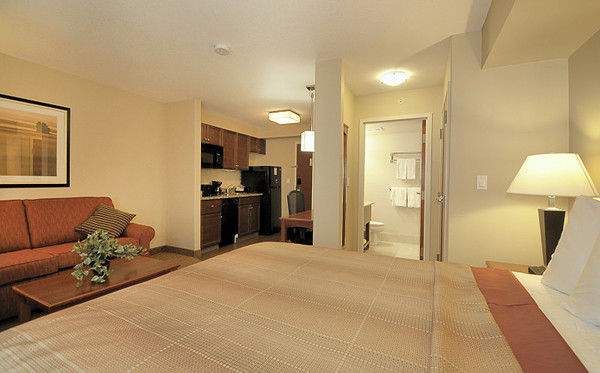 Single Queen - MainStay Suites Edmonton