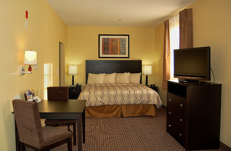Deluxe King - MainStay Suites Clarksville, TN