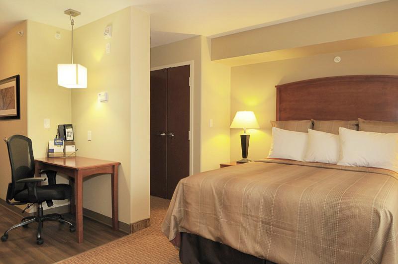 Single Queen - MainStay Suites Edmonton