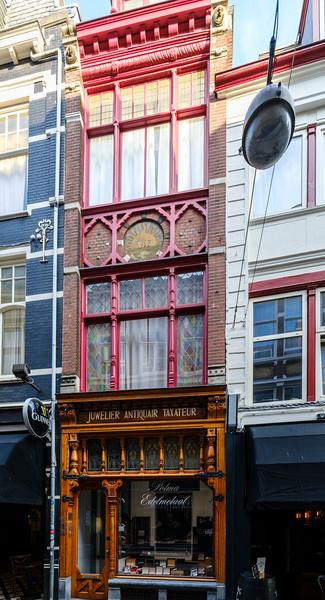 Papestraat 28