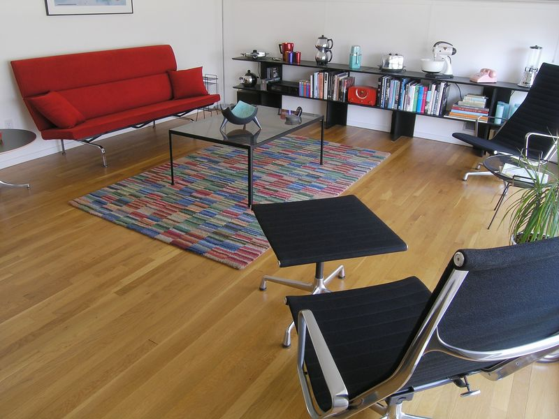 Sofa Compact and Aluminum Group Chairs by Charles and Ray Eames (p4060550-C)