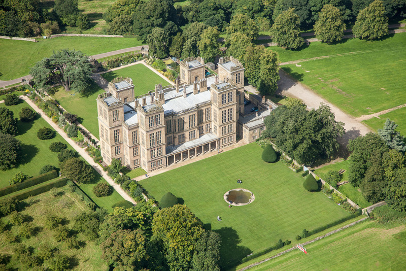"""Hardwick Hall, Derbyshire, built 1590–1597 in the reign of Queen Elizabeth l for the  Countess of Shrewsbury, also known as """"Bess of Hardwick"""" and now owned by the National Trust."""