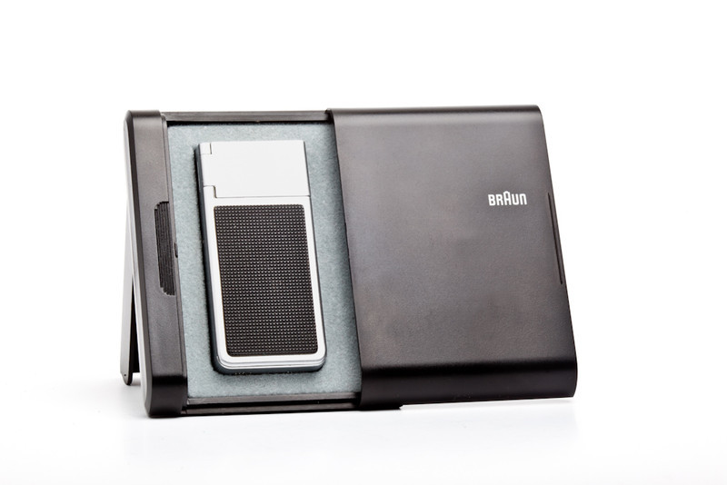 Braun F1 Mactron cigarette  lighter designed by Dieter Rams in 1971.  I am reliably informed that this lighter has an electromagnetic ignition, not Piezo, as I thought.  Thank you Uli.