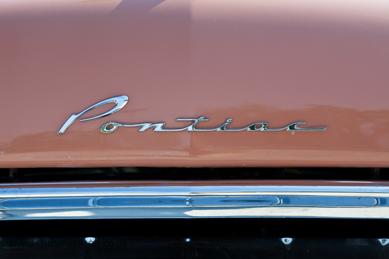 Pontiac motif on car bonnet, in classic 1950s typography.  Nice colour, too.