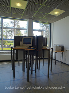 Raahen korkeakoulukirjasto - Raahe Library of Engineering and Business. Oulun seudun ammattikorkeakoulu - Oulu University of Applied Sciences. Interior design of library by Sanni Juslén.