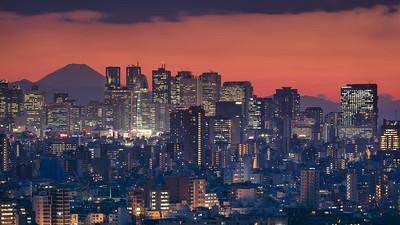 Night-panorama-of-tokyo-mt.fuji