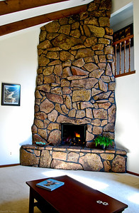 Living Room Fire Place with Gas Logs