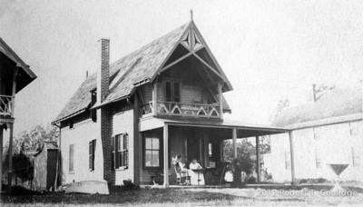 Pic~1910-D70F119v1p1