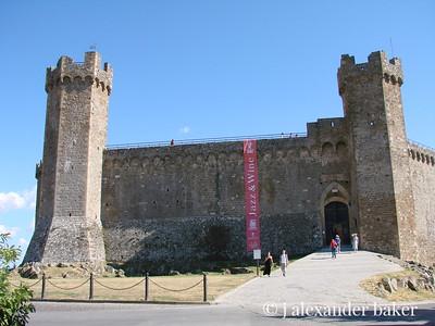 The castle of Montalcino   http://www.montalcino.net/