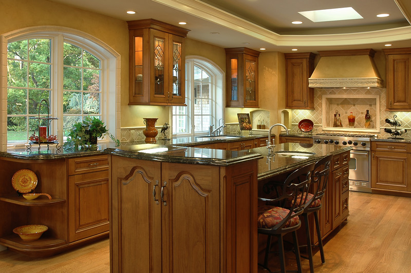 Classic-style kitchen by Cupertino Kitchen Design