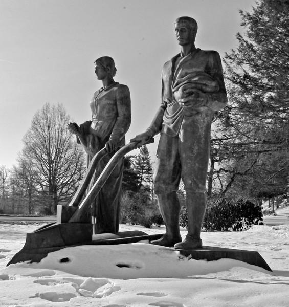 Rogers-Kennedy Memorial, Elm Park Worcester during repairs.