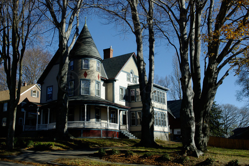 Carpenter style victorian ? Beechmont Street