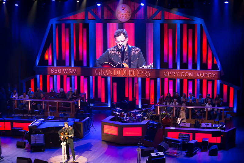 """Vince Gill closing the show at The Grand Ole Opry with """"The Key to Life"""""""