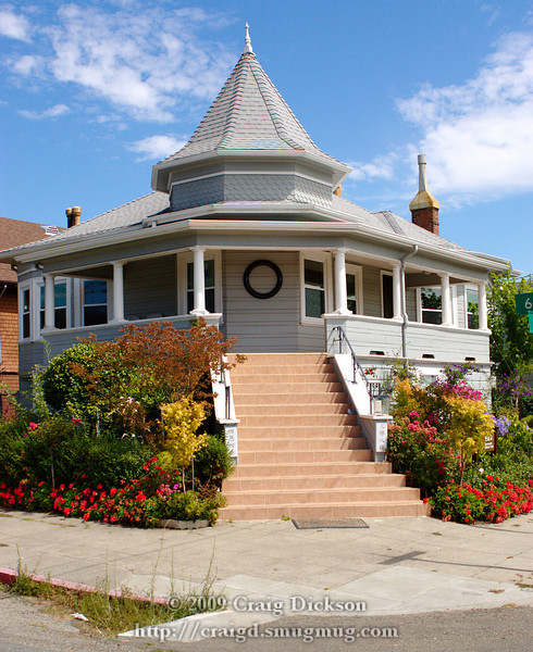 A house in northern Oakland, California, currently used as a Korean Buddhist temple.