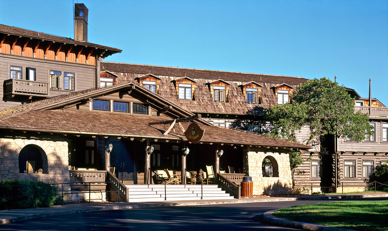 El Tovar Lodge, right on the edge of the South Rim of the Grand Canyon