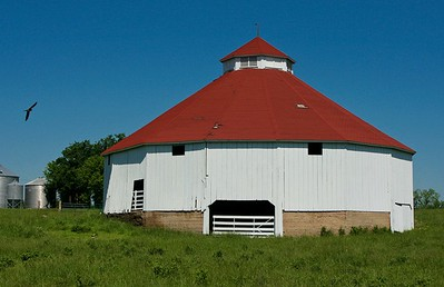Round barn near Burlington, Kansas