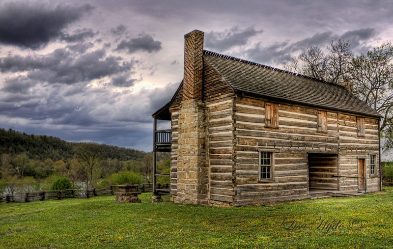 Wolf House - Norfork, AR