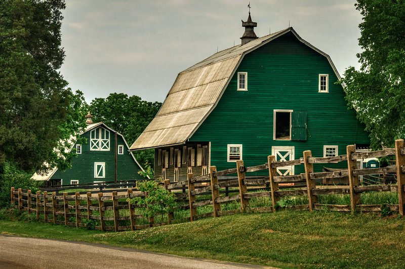 Green Barn with Stables