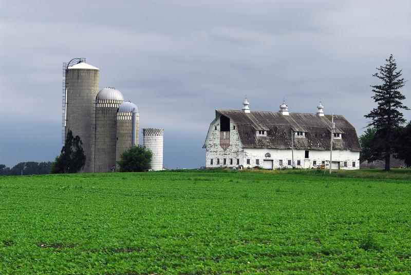 4 silo barn - Sibley County