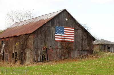 Barn with American flag -- DSC_9527
