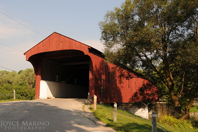 Covered bridge in St. Jacobs, Ontario, Canada -- DSC_2830.