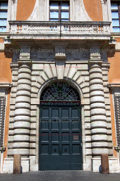 Door (Piazza di San Giovanni in Laterano)