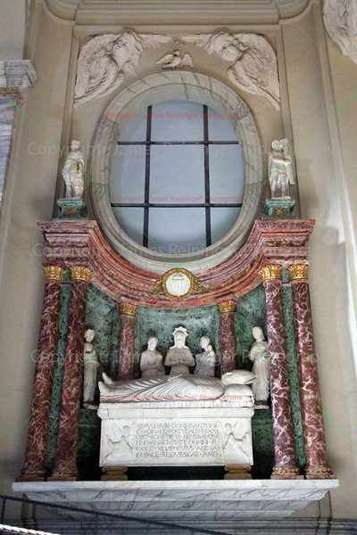 Funerary Monument to Cardinal Martinez-Chiavez