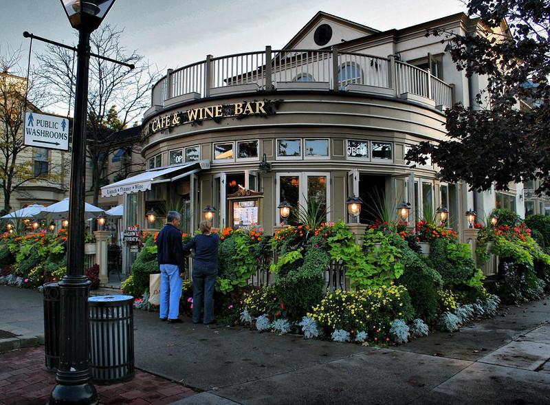 Cafe on Main Street. City of Niagara on the Lake, Canada, October 2007