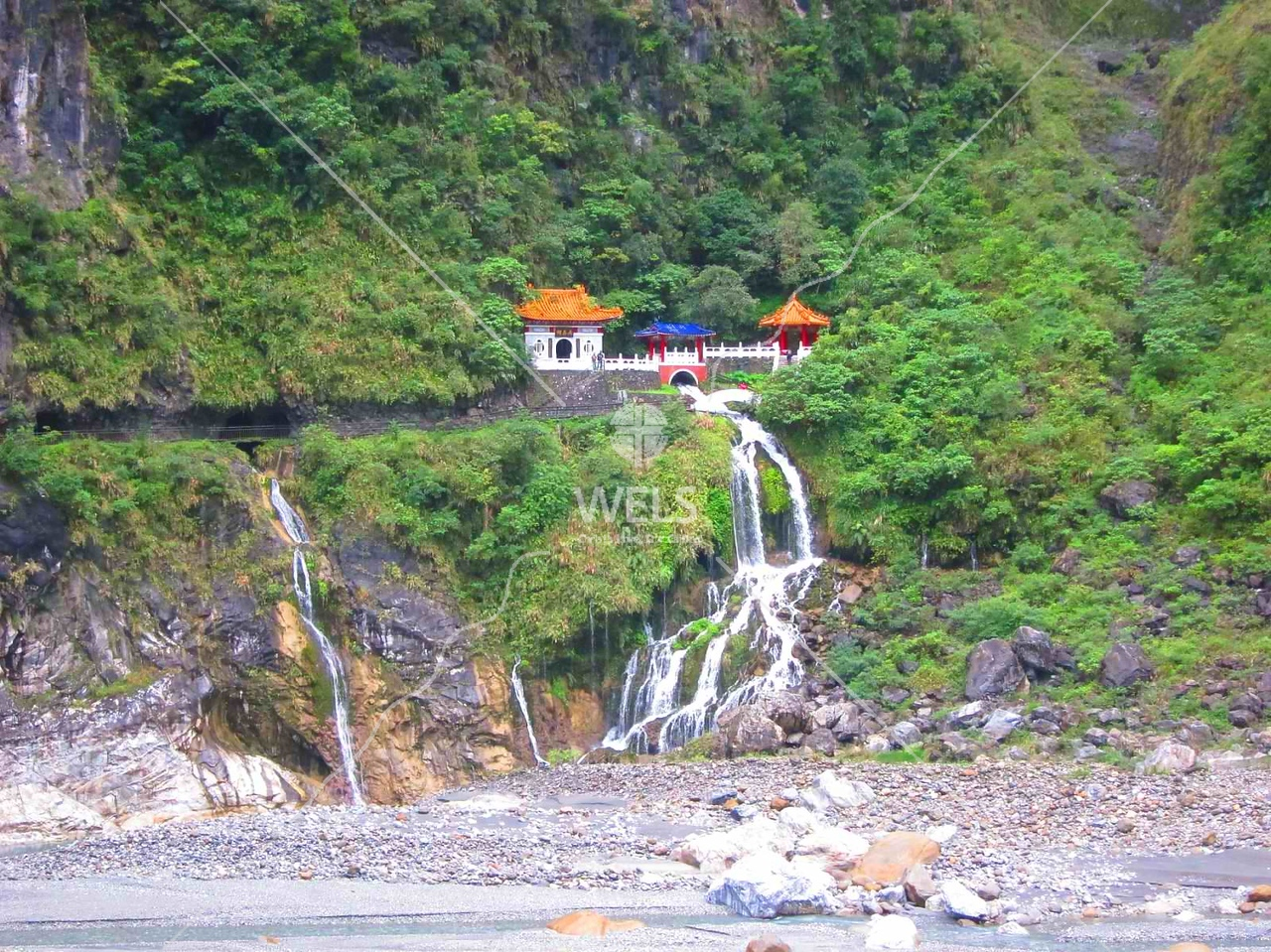 Martyrs' Shrine, Taroko Gorge, Taiwan by kstellick