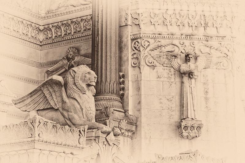 Lion & Angels