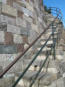 Stock - Curved stone steps and stone block wall in Savannah, Georgia.  © Rob Huntley