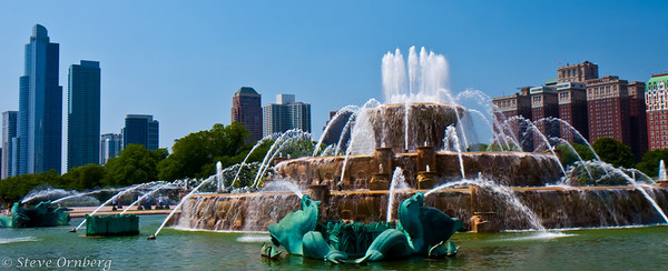 Panorama of Buckingham Fountain