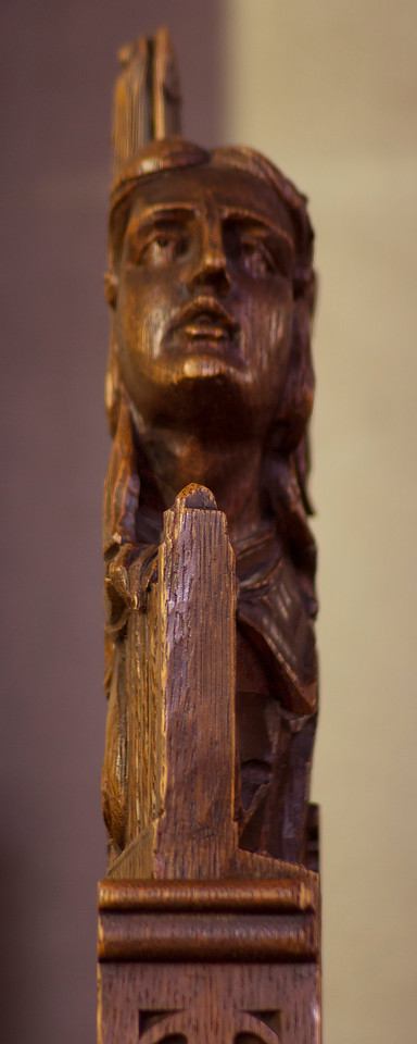 Choir Pew Figure 12: Angel Holding a Portatif, profile