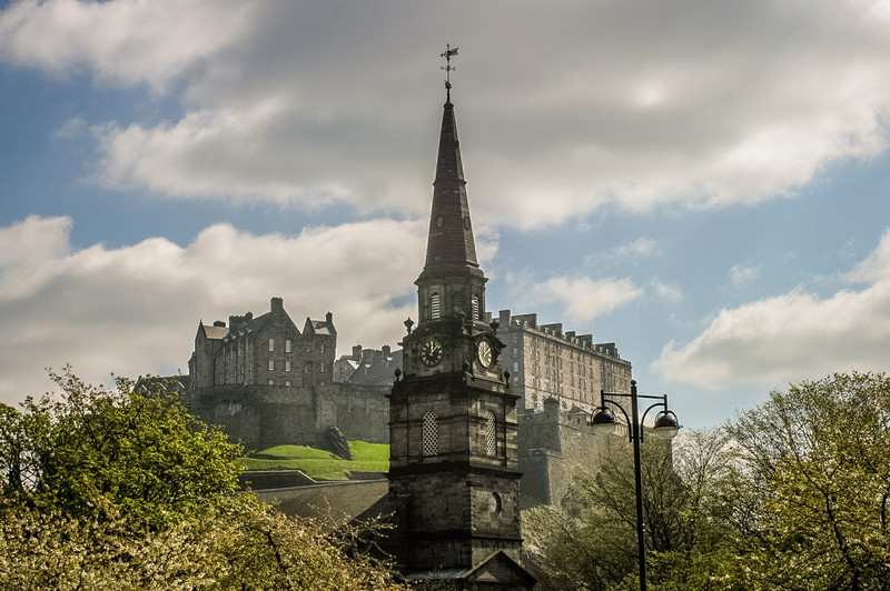 Edinburgh, Scotland<br /> The Parish Church of St Cuthbert, and Edinburgh Castle.