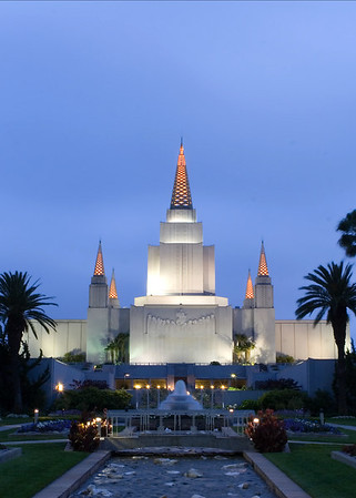 Oakland Temple grounds