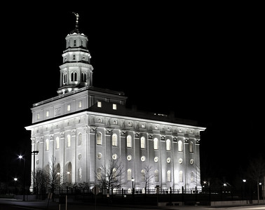 Nauvoo LDS temple at night