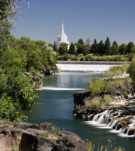 Idaho Falls, long exposure with LDS Idaho Falls temple in background. variation and more details.
