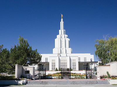 Idaho Falls LDS Temple, fornt view, in summer