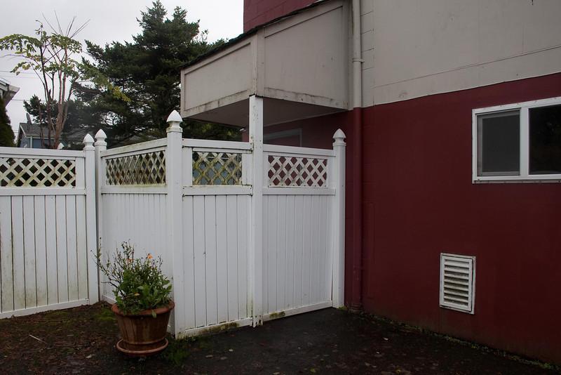 backyard & kennel entrance