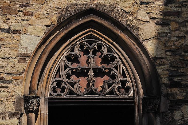 hlavní portál kostela sv. Štěpána