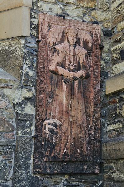 náhrobní deska na zdi kostela sv. Štěpána