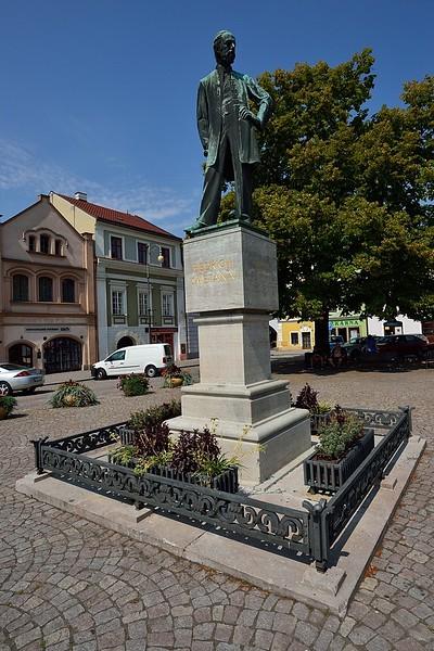 Pamětní socha Bedřicha Smetany na náměstí v Litomyšli