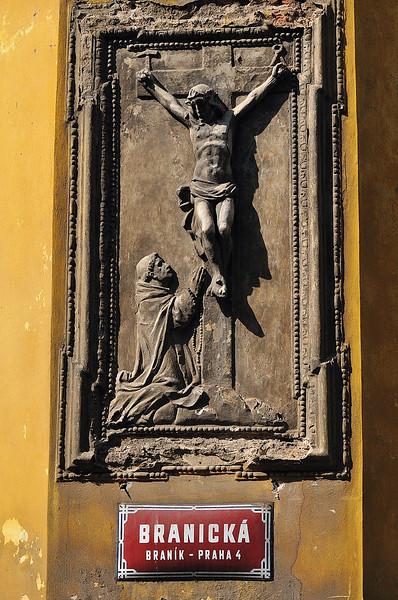 Kristus na zdi starého branického pivovaru