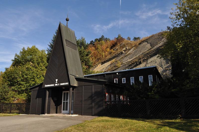 Branický evangelický kostel na podzim