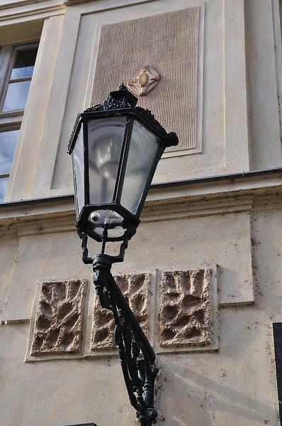 lucerna na domu v Maiselově ulici