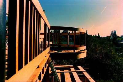 The curvilinear rail on the Oakland deck.  Construction photo September, 1986.