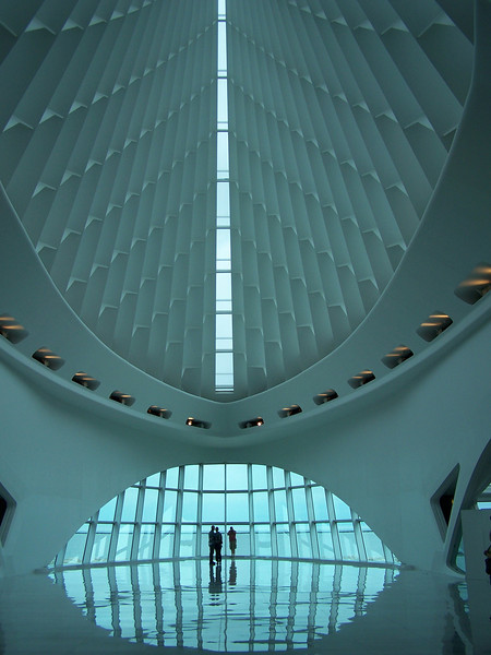 MIlwaukee Art Museum: <br /> The cathedral-like space of Windhover Hall in the Quadracci Pavilion, with a vaulted 90-foot-high glass ceiling.