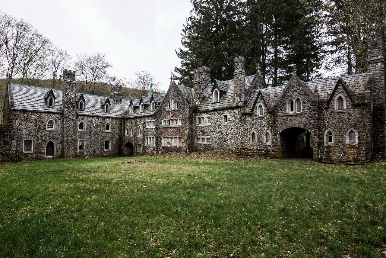 Dundas Castle, Craig-E-Clare Castle
