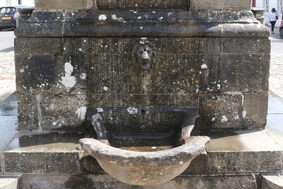 Atholl Memorial Fountain, with horse trough